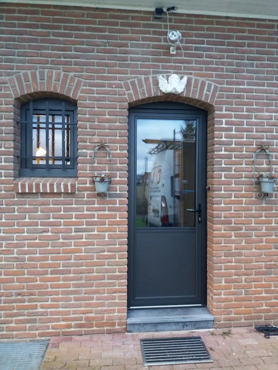 Pose D Une Porte D Entree En Aluminium De Chez Kline Instinct Fenetres